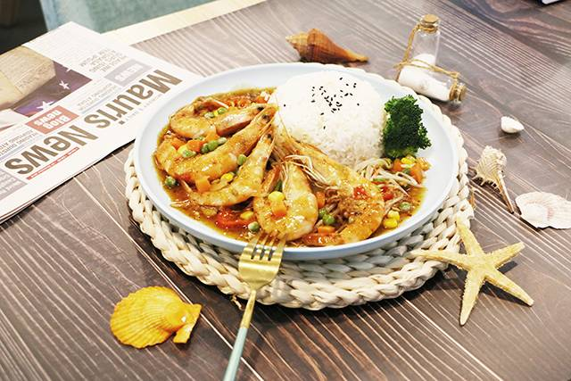 虾面虾面招牌——海鲜焖面之五鲜俱全菠菜面