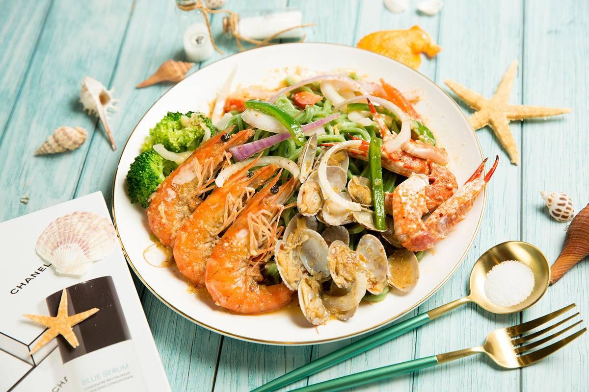 虾面虾面招牌——海鲜焖面之大虾扇贝手擀面
